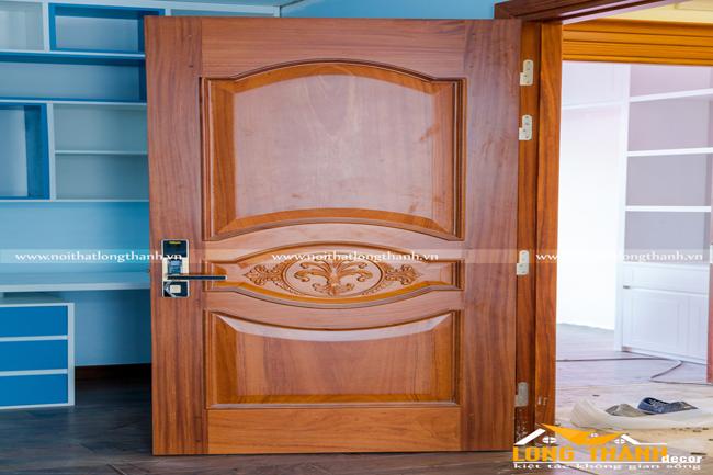Cửa gỗ tự nhiên tân cổ điển LT03