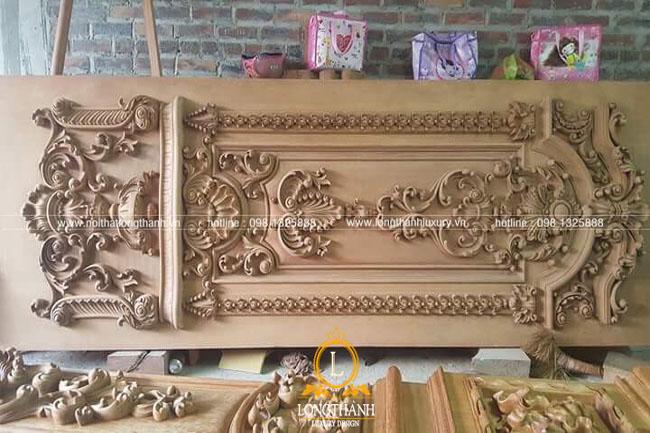 Cửa gỗ tự nhiên tân cổ điển LT 04