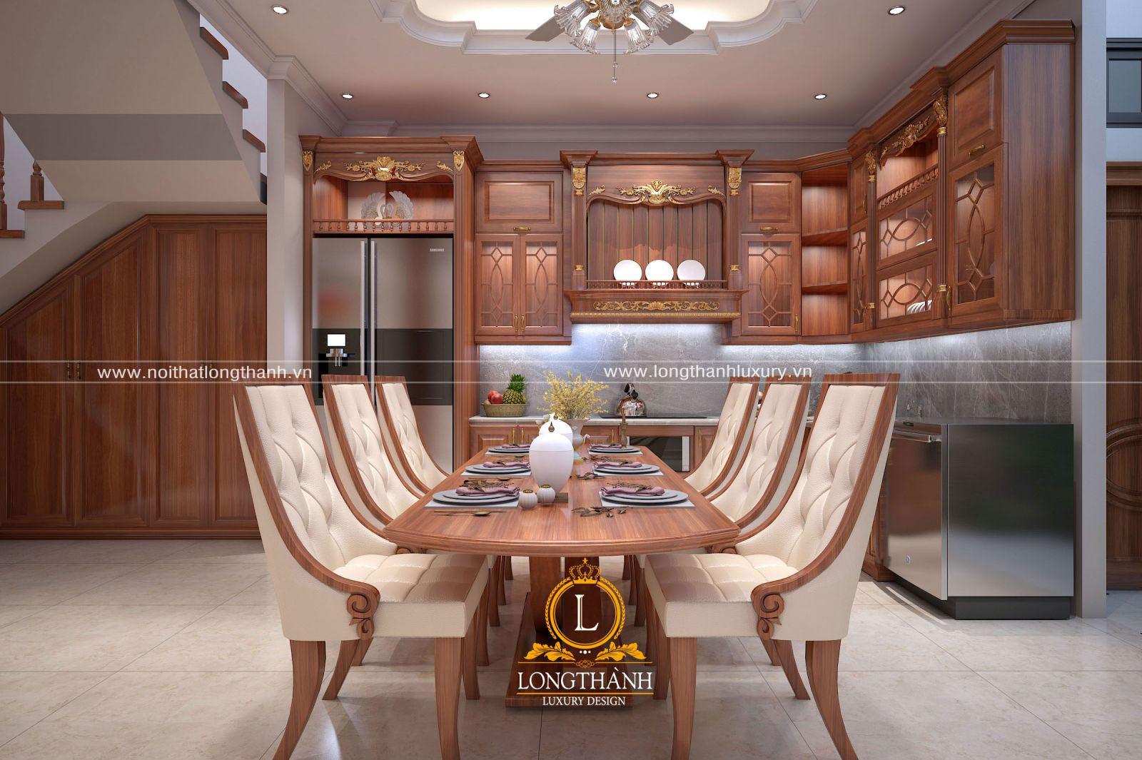 Hệ bàn ăn và tủ bếp hòa hòa với nhau tạo cảm giác cân đối và tiện lợi