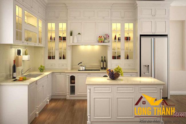 Tủ bếp tân cổ điển gỗ tự nhiên sơn trắng luôn là lựa chọn hàng đầu của gia đình Việt