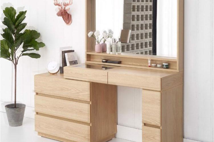 Bàn trang điểm được làm từ gỗ Chò Chỉ theo phong cách hiện đại