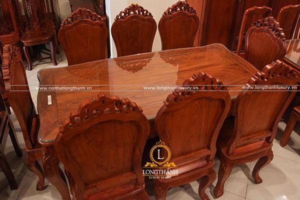 Bộ bàn ghế đẹp được làm  từ  gỗ Cẩm được nhiều gia đình lựa chọn