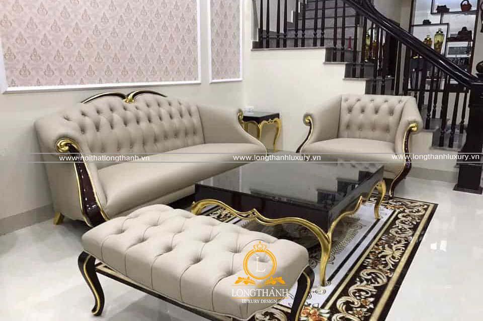 Bộ sofa tân cổ điển đẹp ấn tượng  kết hợp cùng thảm trải sàn cân đối cùng với không gian phòng khách