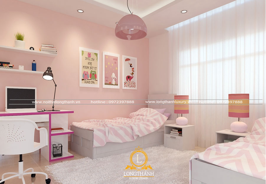 Căn phòng ngủ màu hồng nhạt cho bé gái được bố trí tab