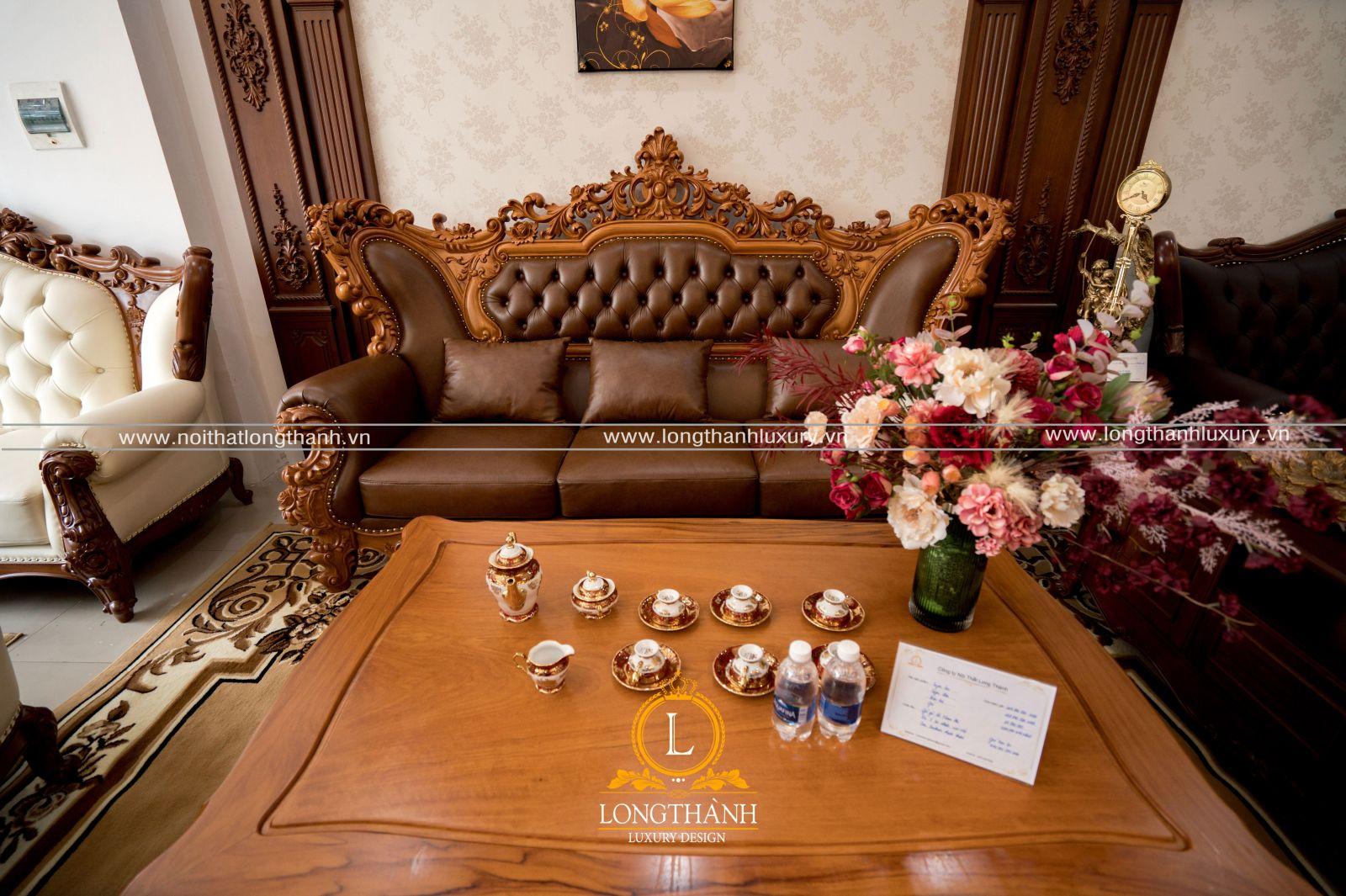 Mẫu sofa tân cổ điển chạm khắc cầu kỳ được trưng bày