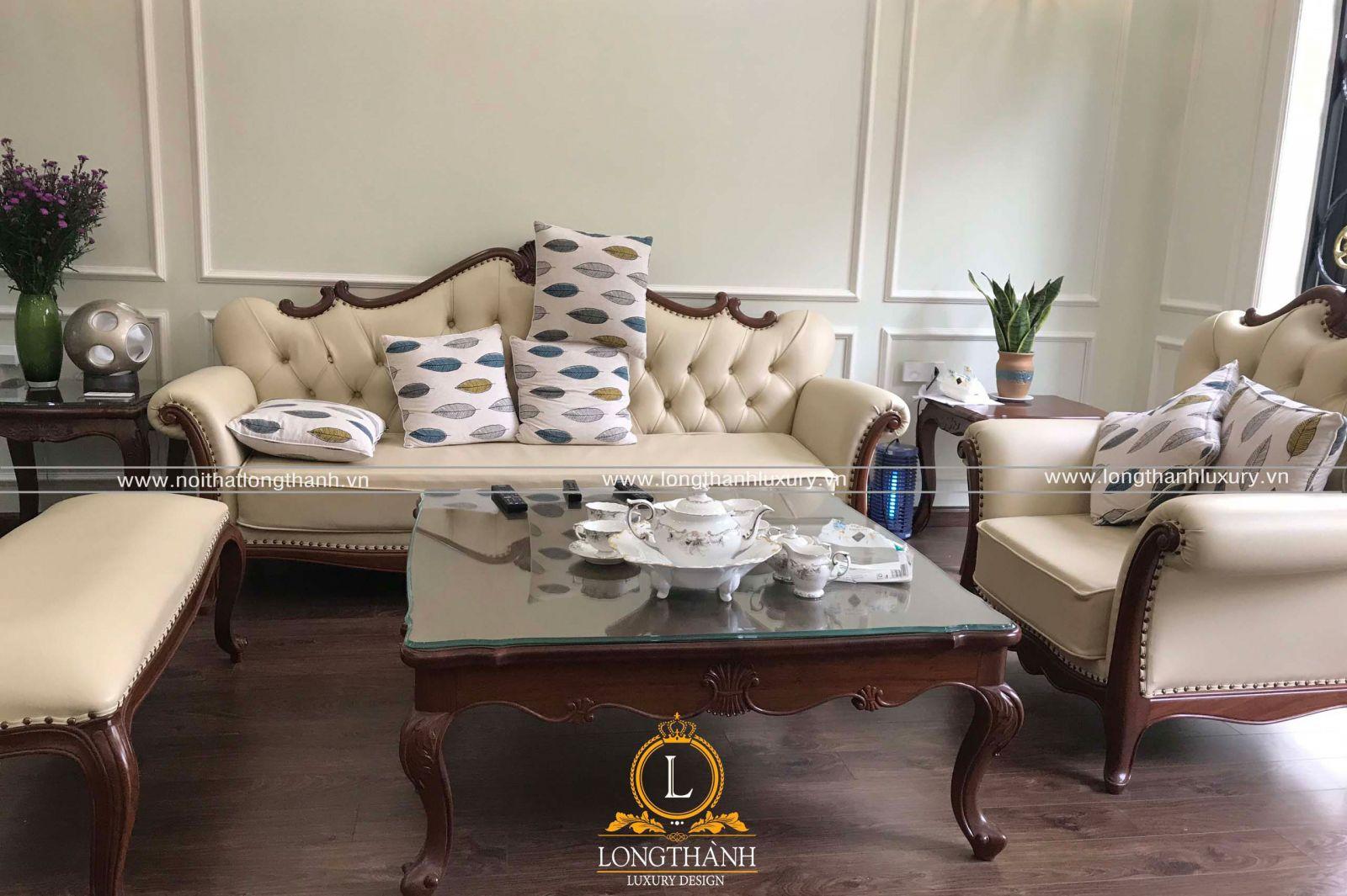 Mẫu sofa tân cổ điển được trưng bày tại đại lý của Long Thành