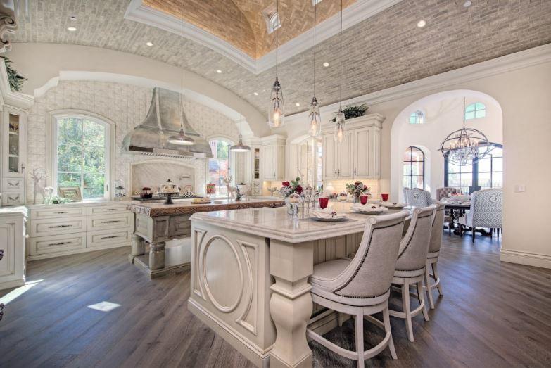 Không gian bếp ăn lãng mạn với màu sắc sơn trắng