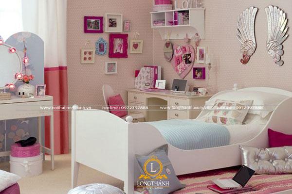 Phòng ngủ bé gái năng động thường nhiều đồ
