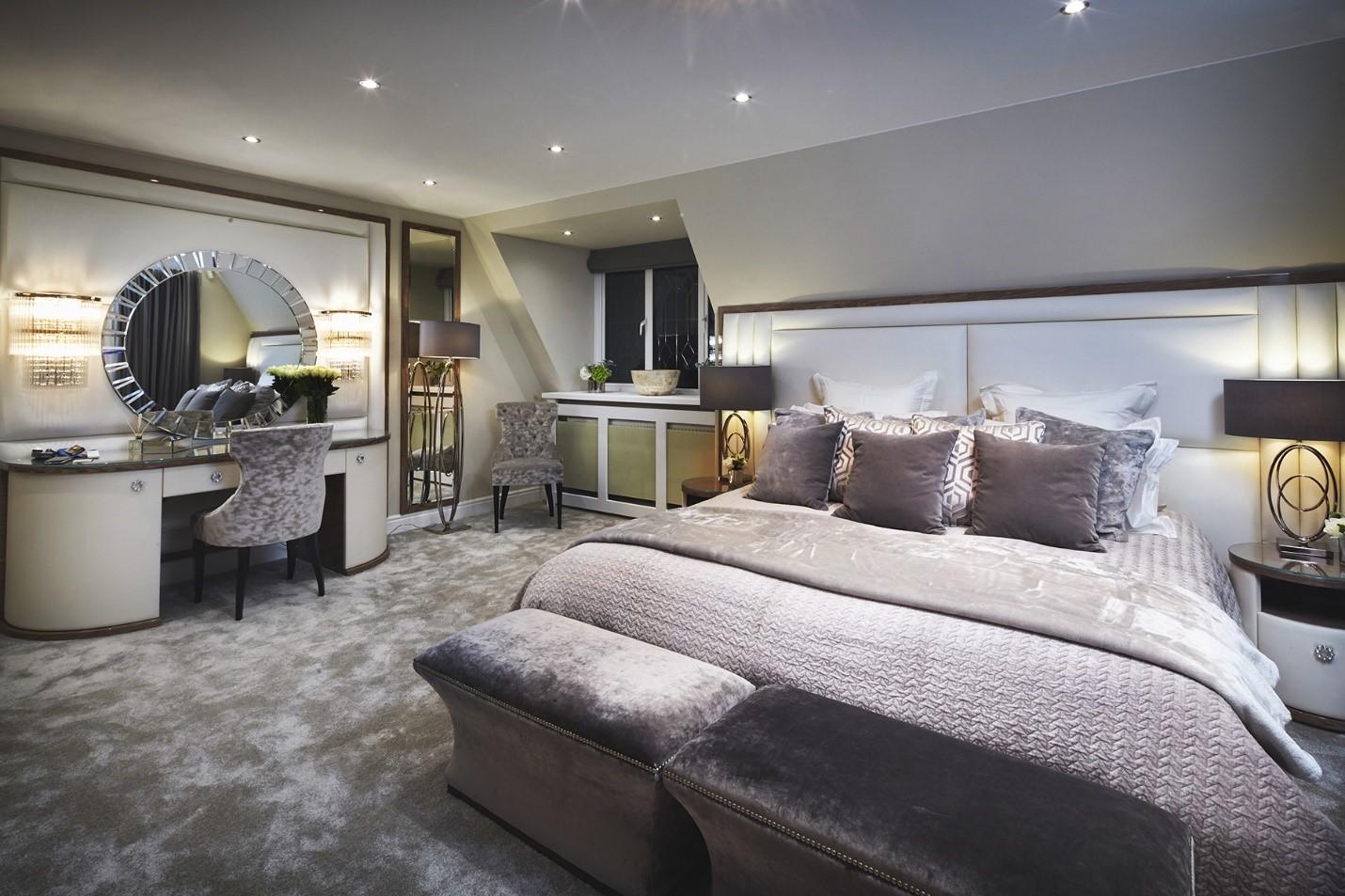 Phòng ngủ cao cấp theo phong cách hiện đại mang tông màu trung tính