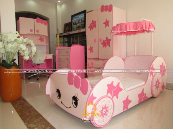Phòng ngủ với sắc hồng dễ thương hình chiếc xe
