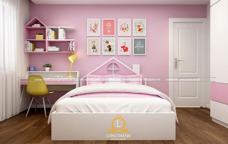 Phòng ngủ hồng trắng với không gian học tập ngăn nắp