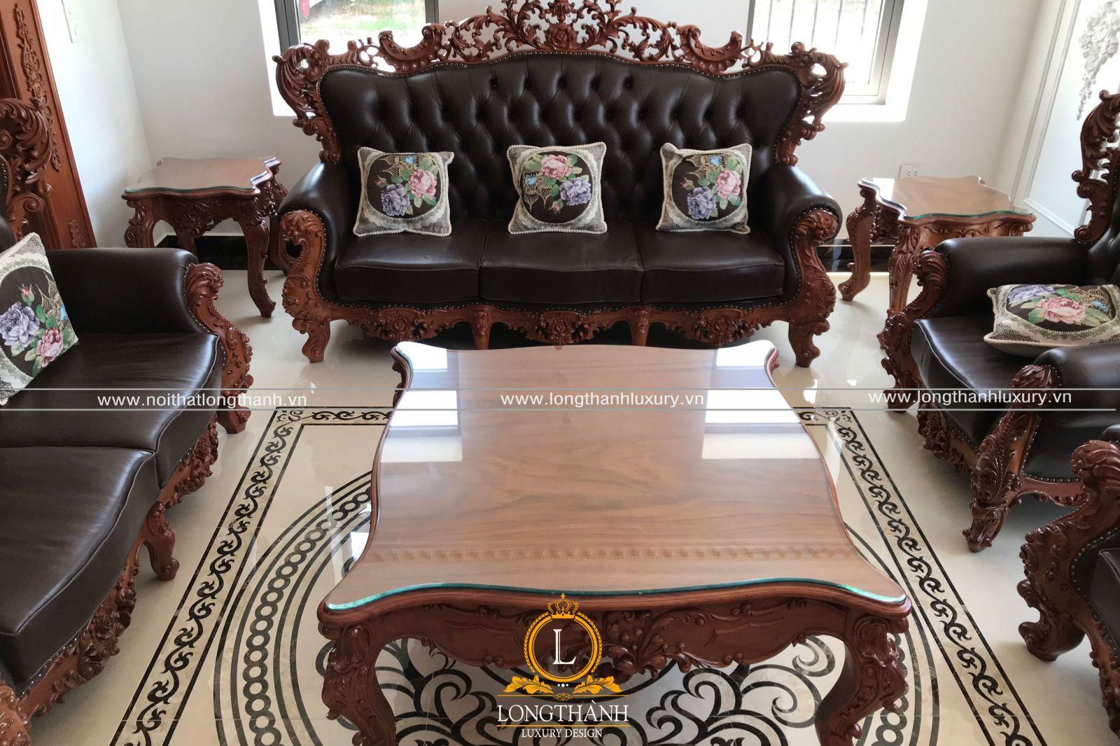 Sản phẩm trung bày tại đại lý sofa tân cổ điển của Long Thành ở cơ sở 1