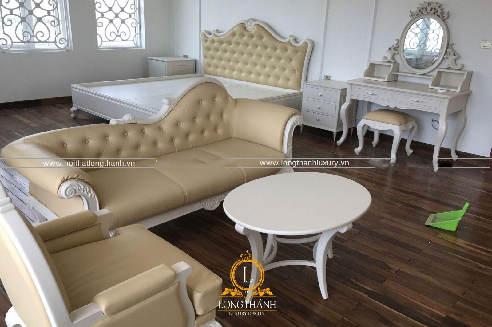 Sofa nhỏ trưng bày trong phòng ngủ