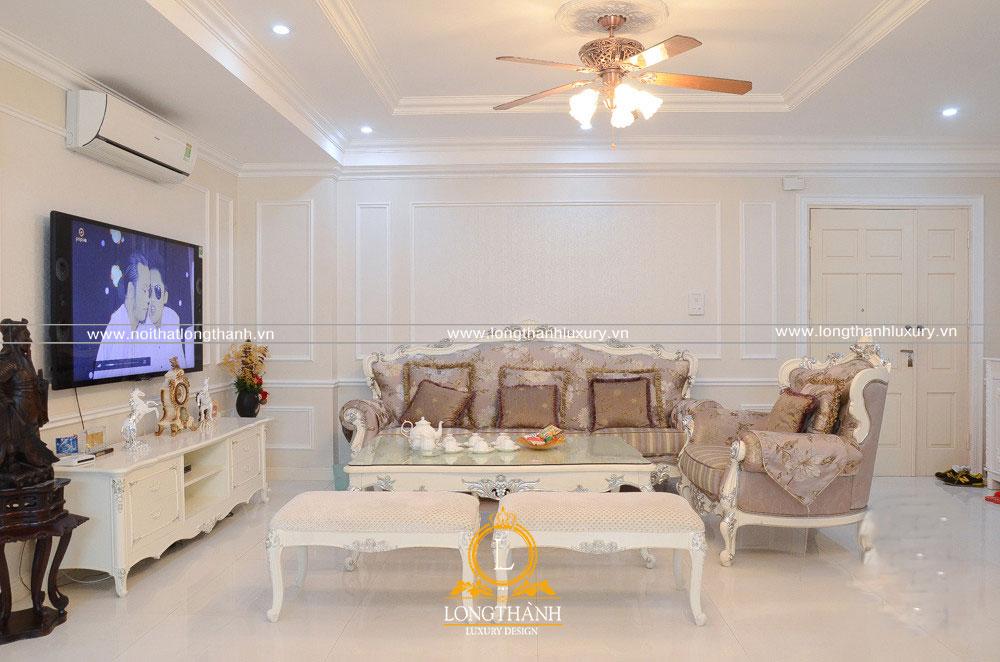 Không gian phòng khách tân cổ điển sơn trắng hẹ nhàng