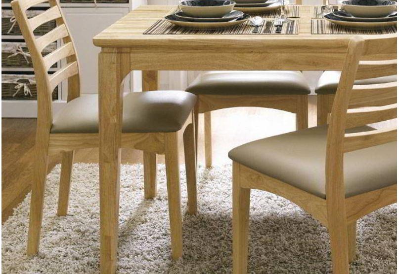 Sản phẩm bàn ghế ăn cho phòng bếp làm từ chất liệu gỗ cao su