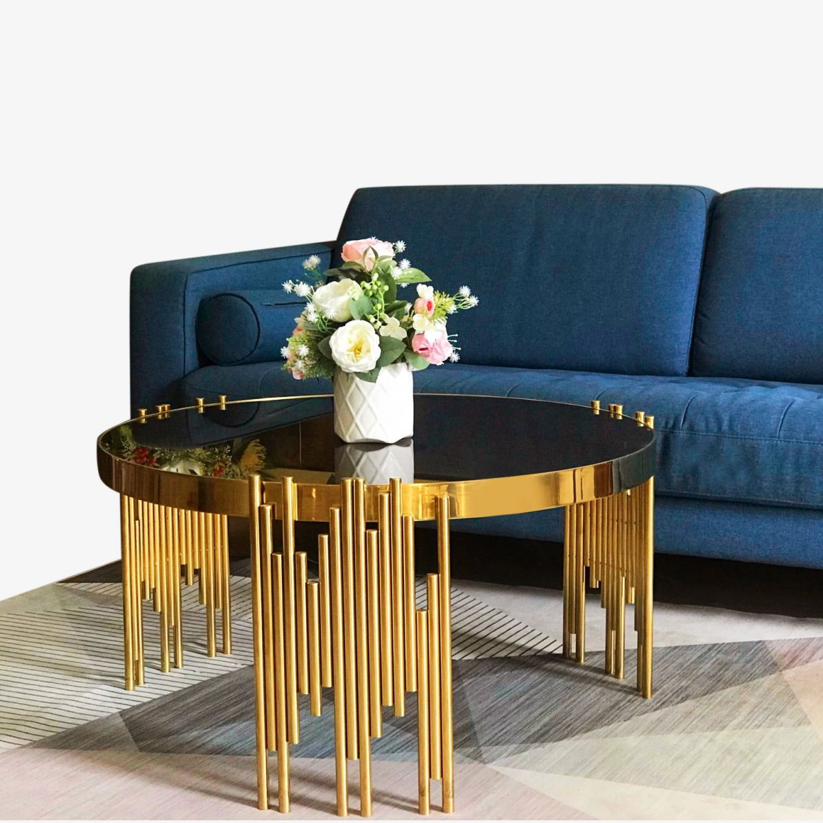 Bàn sofa tròn mặt kính ấn tượng