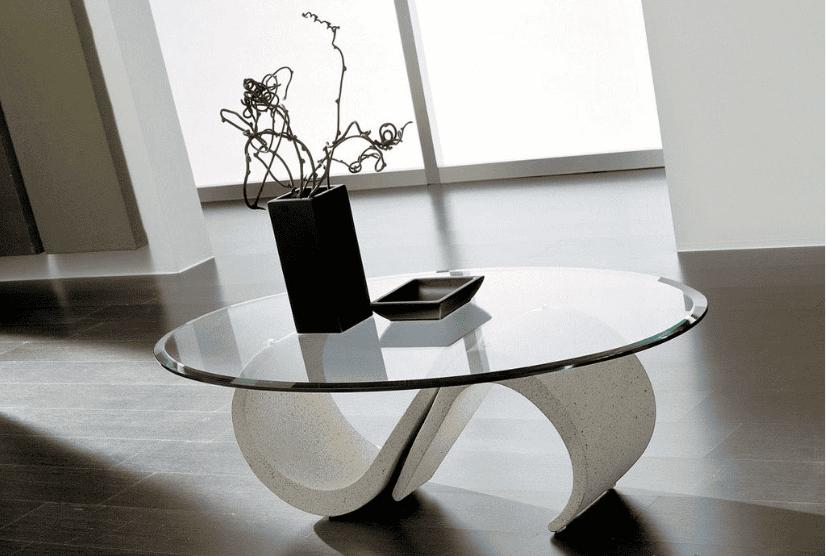 Thiết kế bàn trà kính cường lực có dạng hình oval cho phòng khách