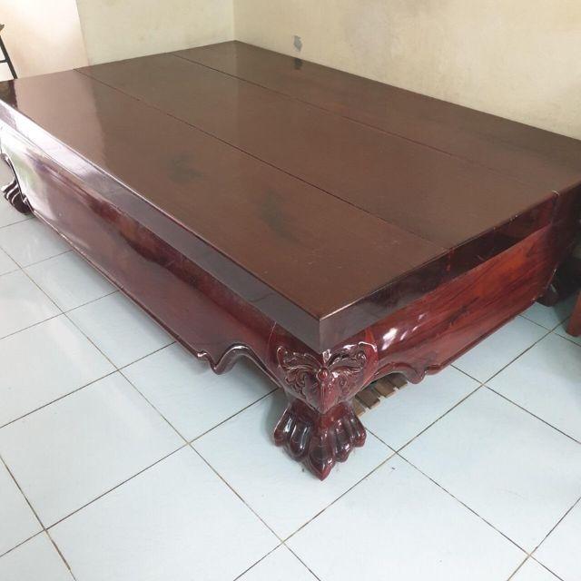 Những chiếc sập được làm từ gỗ Cẩm Lai được sử dụng trong nhiều gia đình