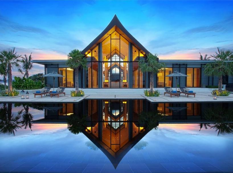 Biệt thự nhà vườn phong cách hiện đại thiết kế ngoại thất là hồ bơi rộng ấn tượng, tiện nghi, sang trọng