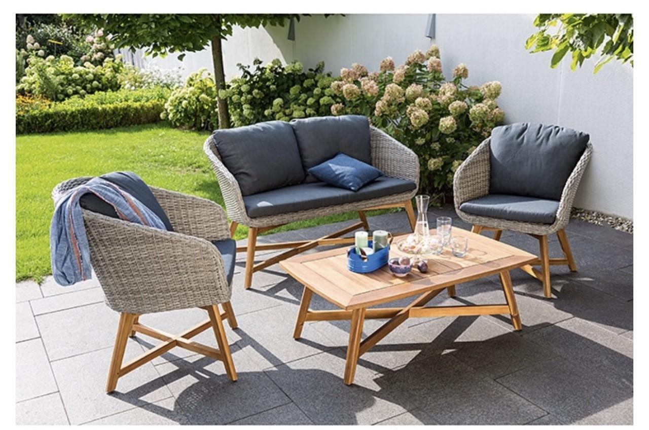 Mẫu sofa ngoài trời đơn giản nhỏ gọn cho không gian sân vườn