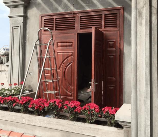 Ô gió cửa gỗ cho nhàphố theo phong cách hiện đại