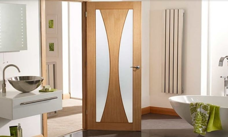 Mẫu cửa gỗ chịu nước đơn giản kết hợp kính cho WC hiện đại