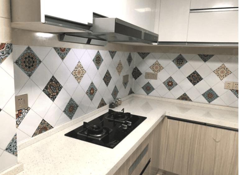 Mẫu decal dán tường bếp sinh động nhiều màu sắc