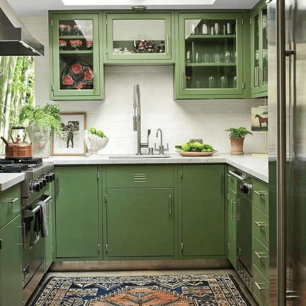 Decor căn bếp thêm nổi bật với chiếc tủ bếp màu xanh