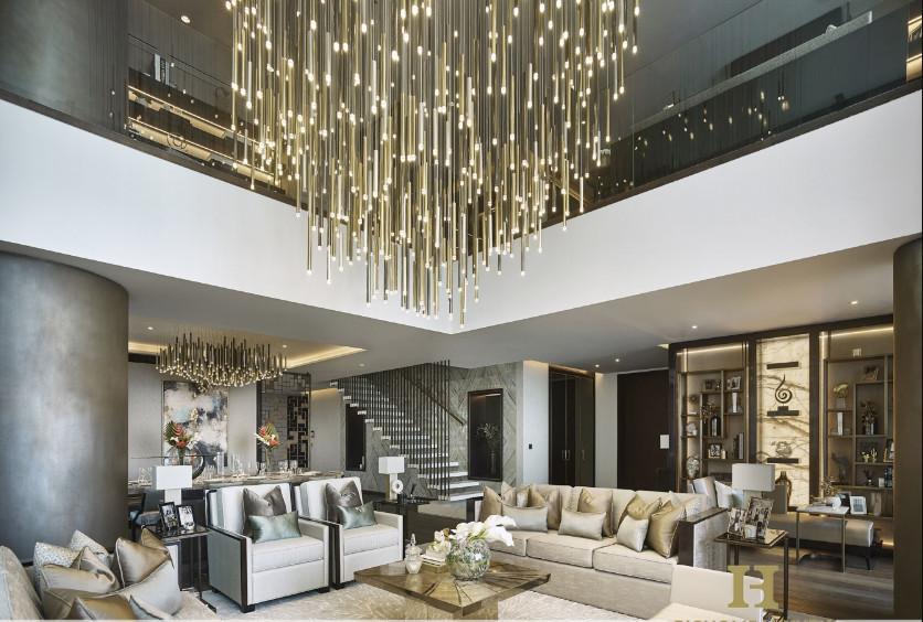 Đèn thả thông tầng phòng khách có độ cao 3m