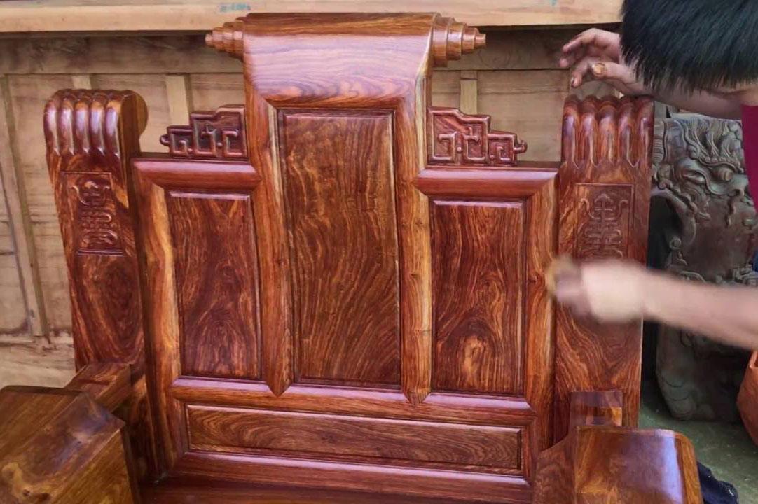 Sơn vecni thường dùng cho đồ gỗ cổ, thủ công mỹ nghệ