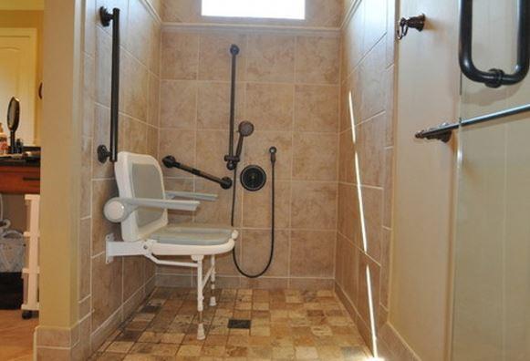 Ghế tắm cho người cao tuổi