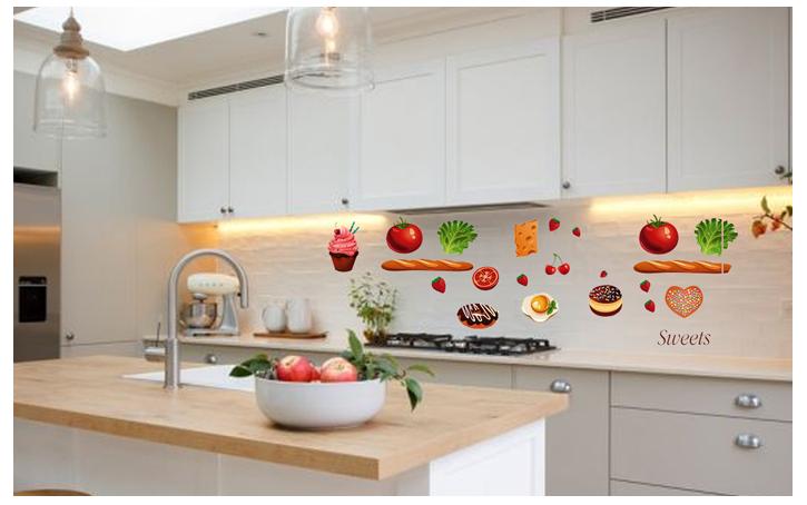 Mẫu giấy dán tường bếp với màu sắc và chủ đề ngộ nghĩnh