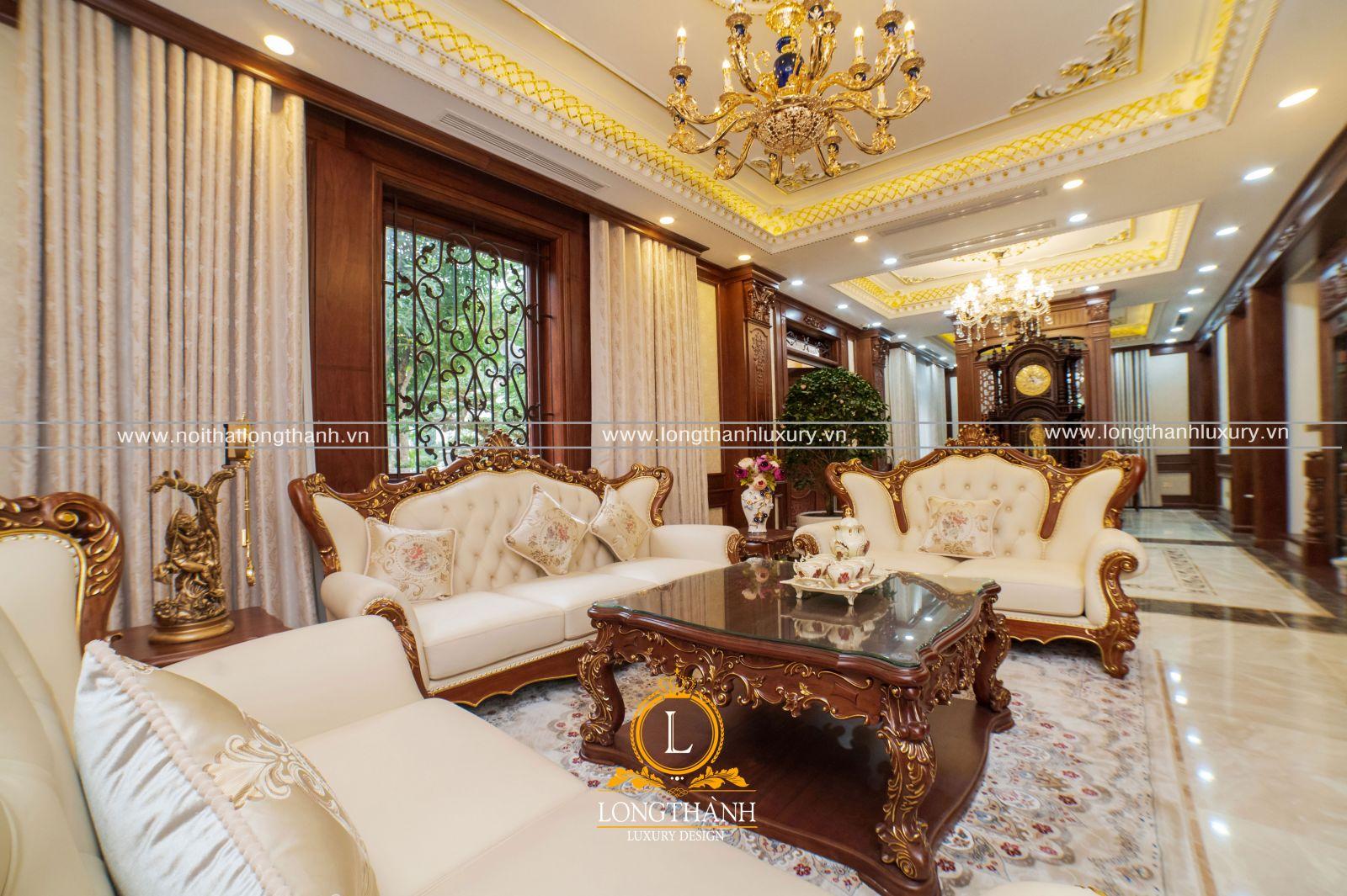 Nổi bật với bộ sofa tân cổđiển gỗ Gõ tự nhiên dát vàng hoa văn, bọc da Ý cao cấp