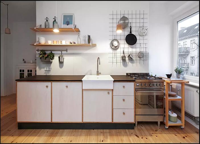 Khung lưới đa năng là giải pháp đơn giản dùng để treo nhiều vật dụng bếp mà không hề tốn diện tích