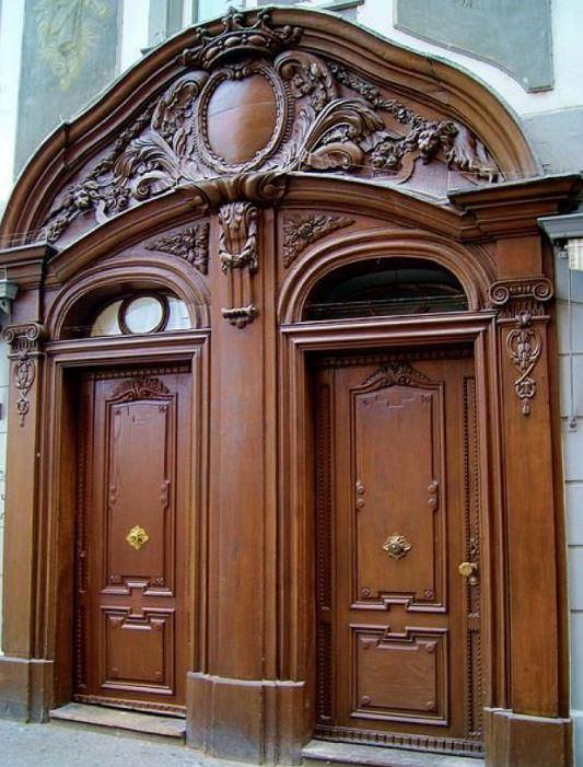Mẫu cửa vòm gỗ tự nhiên