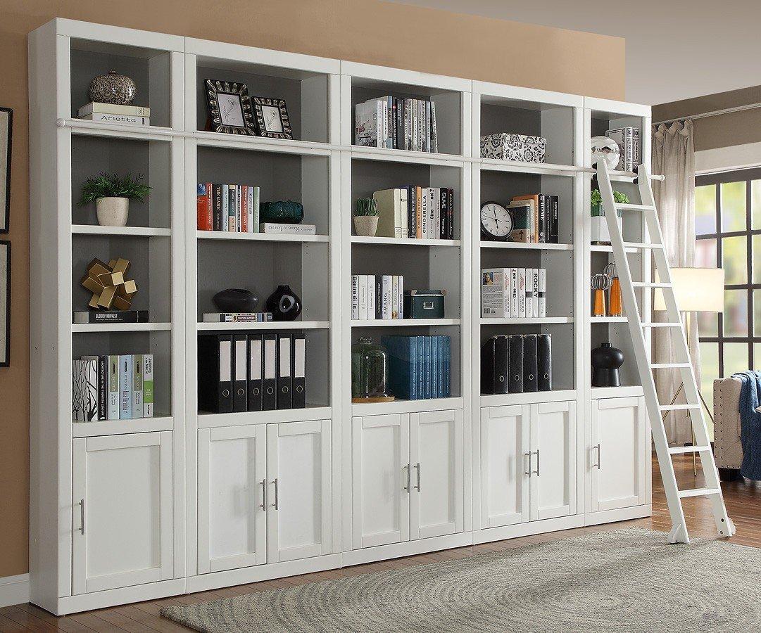 Mẫu tủ sách bằng gỗ sơn trắng phù hợp mọi không gian