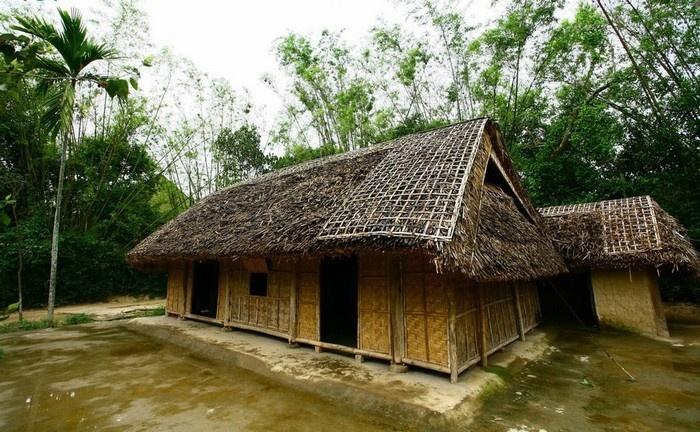 Nhà lá được làm từ các loại lá chủ yếu là lá dừa là lá cọ