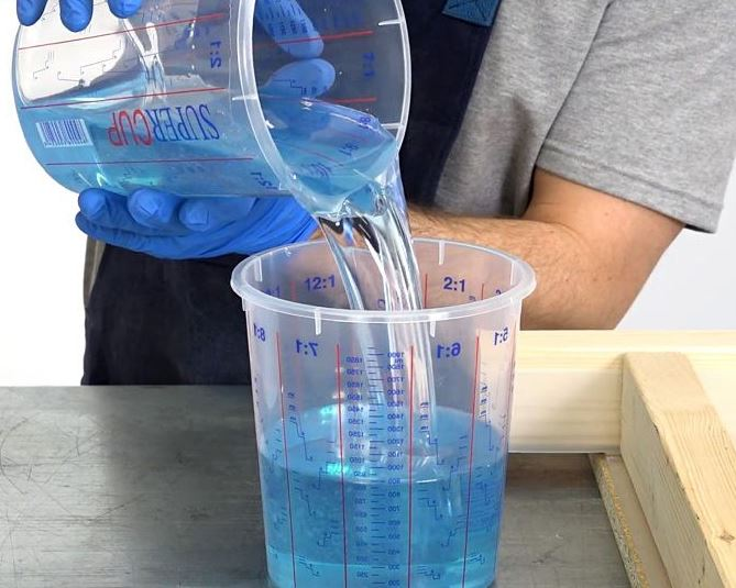 Pha chế để tạo nên hợp chất Epoxy