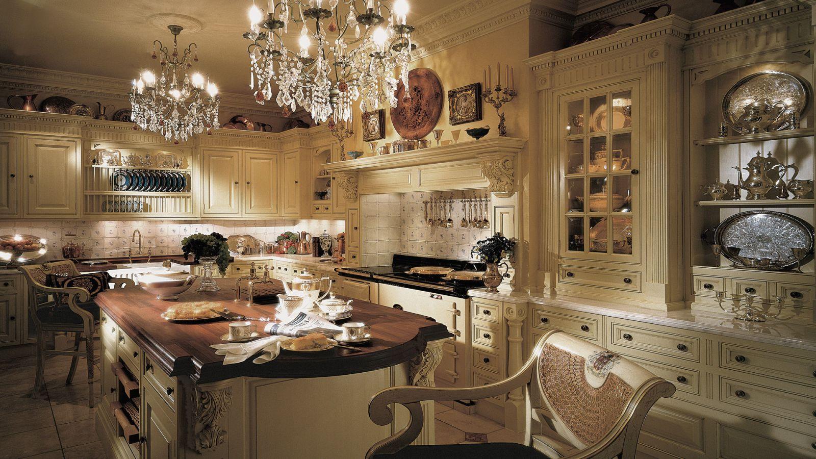 Phòng bếp lung linh với thiết kế cổ điển
