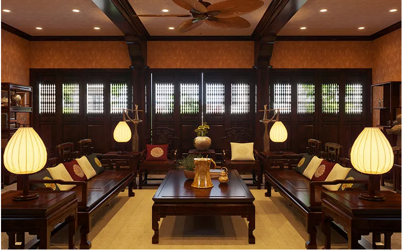 Phòng khách nhà cấp 4 mang phong cách cổ điển Việt Nam