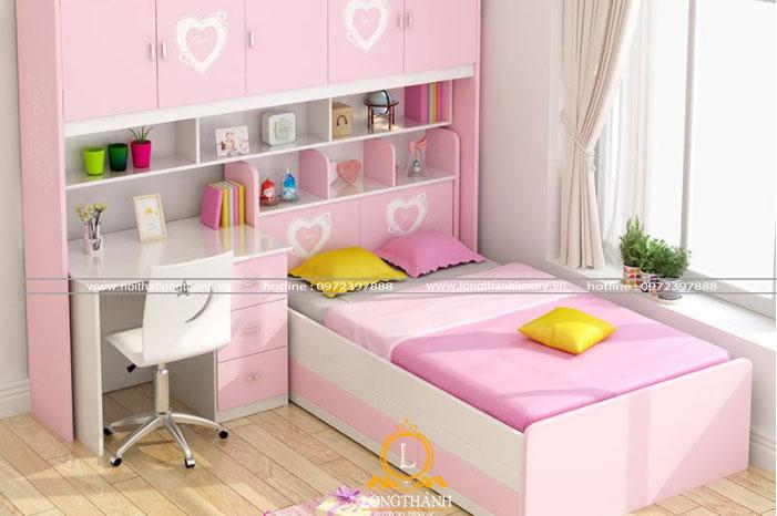 Phòng ngủ hiện đại trắng hồng với hệ cửa sổ thoáng