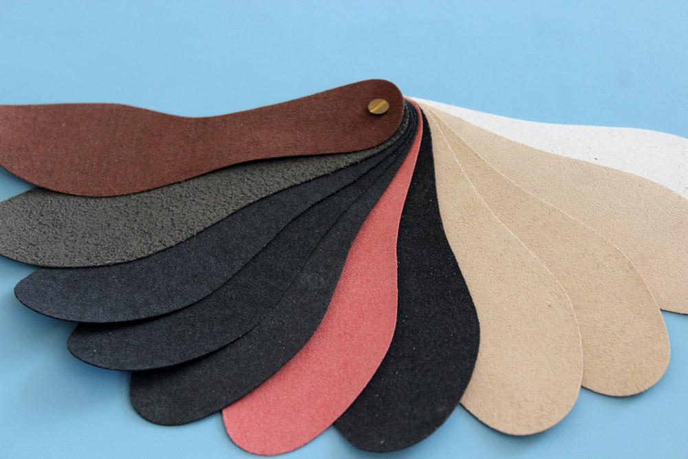Da microfiber thường có nhiều màu sắc khác nhau tùy thuộc vào yêu cầu người tieu dùng
