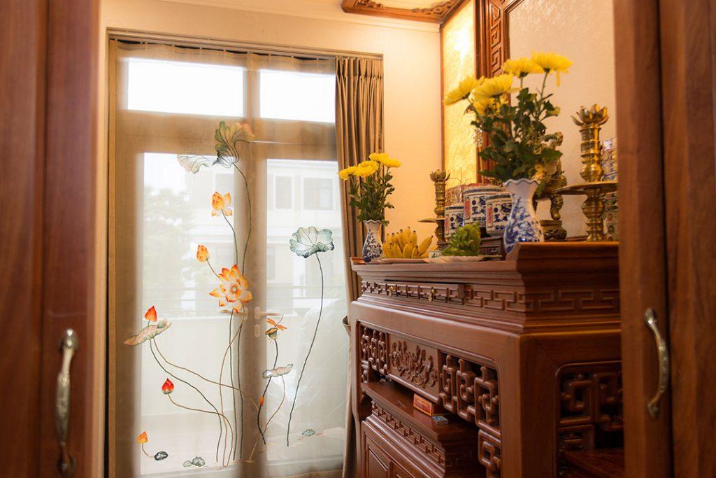 Rèm vải hoa sen cho phòng thờ