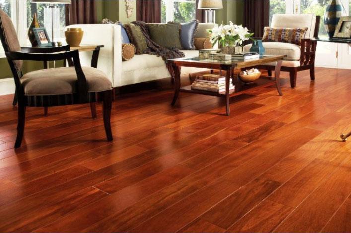 Lát sàn nhà sử dụng gỗ Chò Chỉ với vẻ đẹp sáng bóng tự nhiên