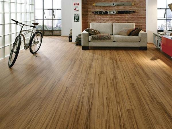 Sàn nhà gỗ veneer sáng bóng
