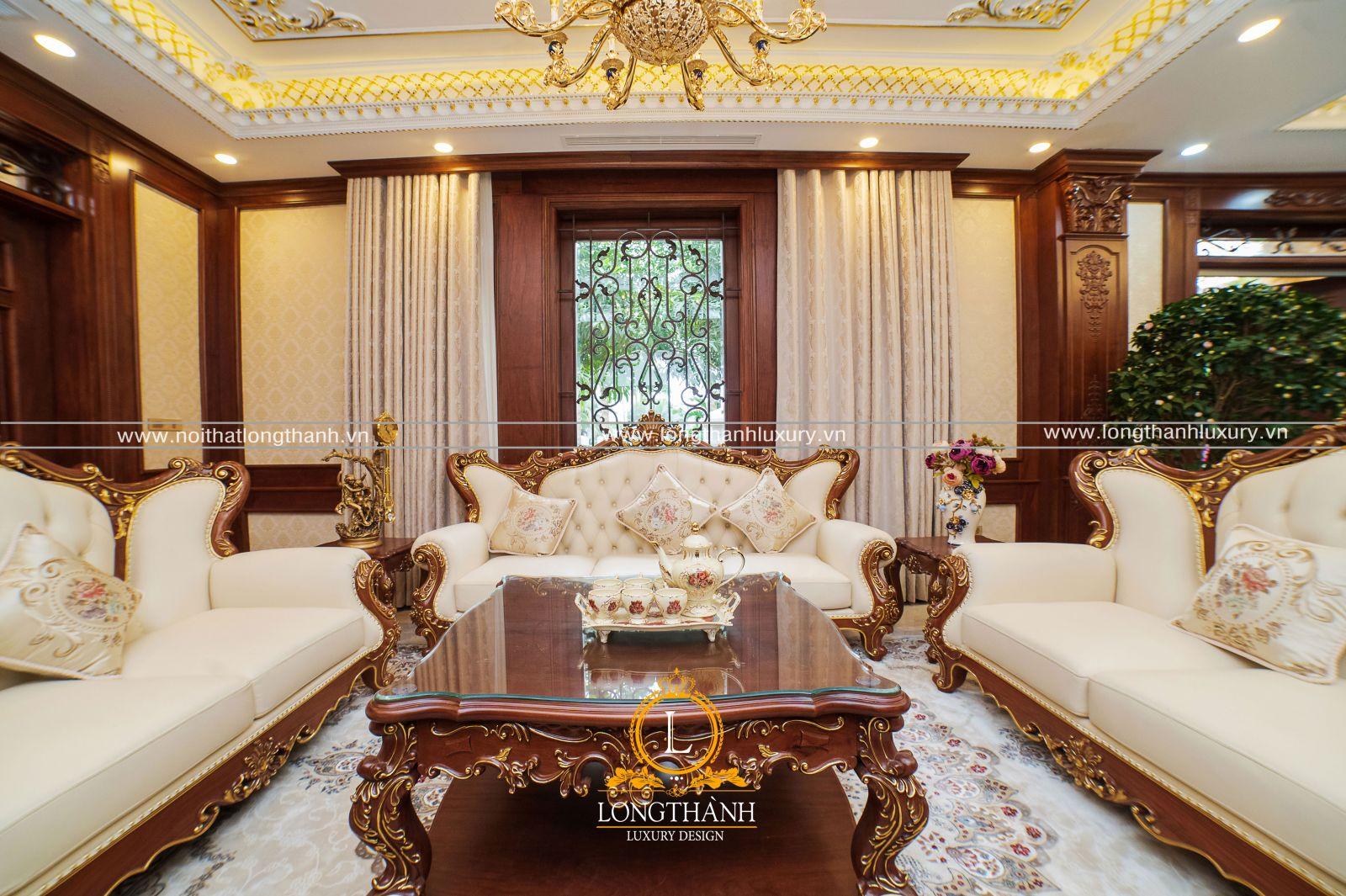 Bộ Sofa với những chất liệu cao cấp: Gỗ Gõ tự nhiên dát vàng hoa văn, bọc da Ý cao cấp