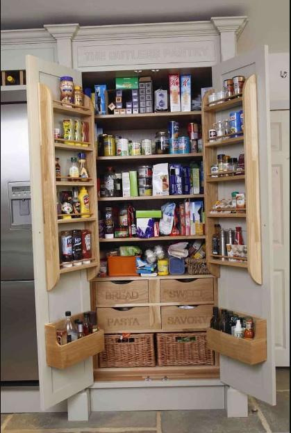 Tận dụng cánh cửa làm nơi lưu trữ đồ dùng nhà bếp