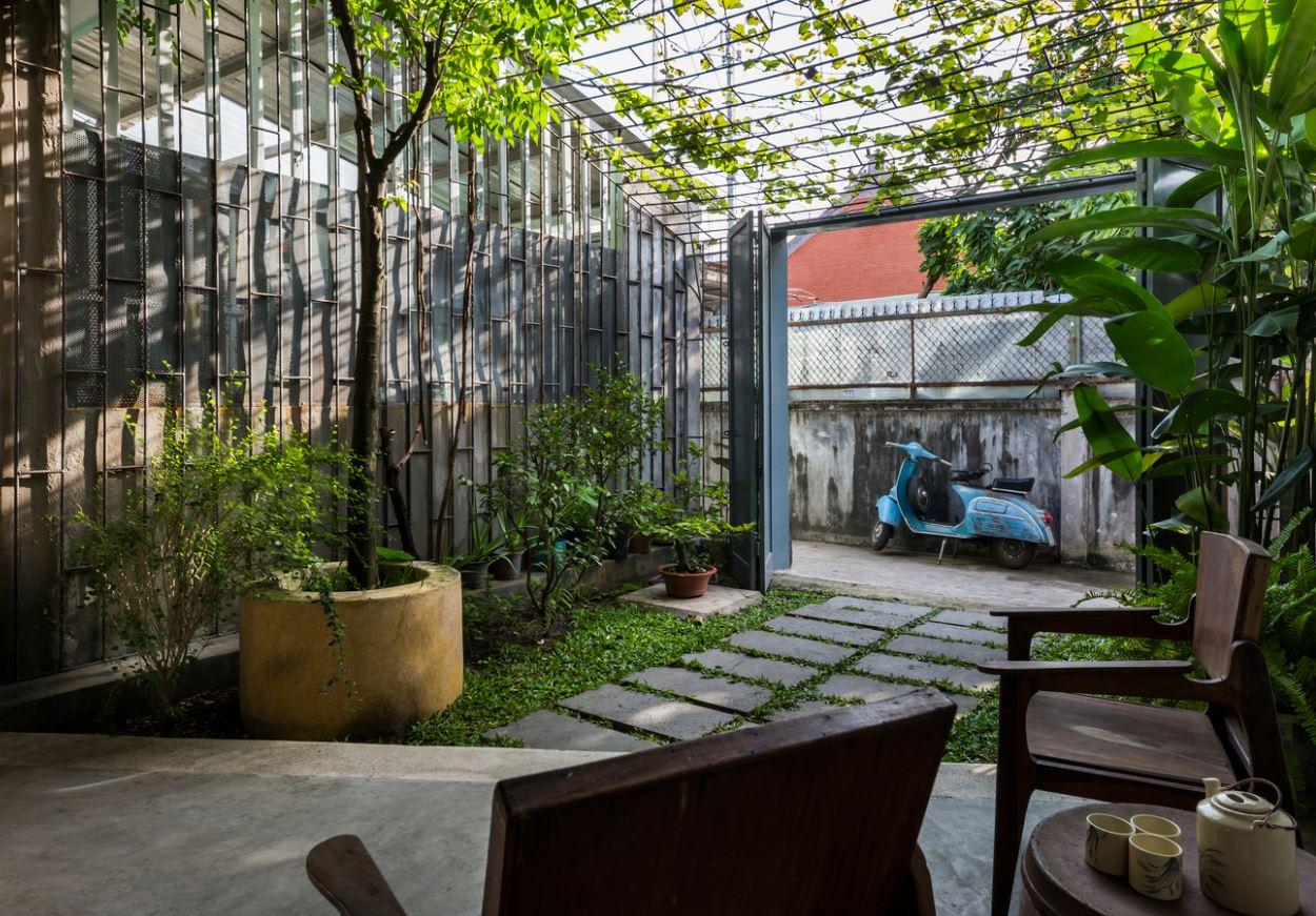 Thêm khoảng sân vườn rộng cho nhà cuối ngõ là giải pháp tốt để hóa giải phong thủy