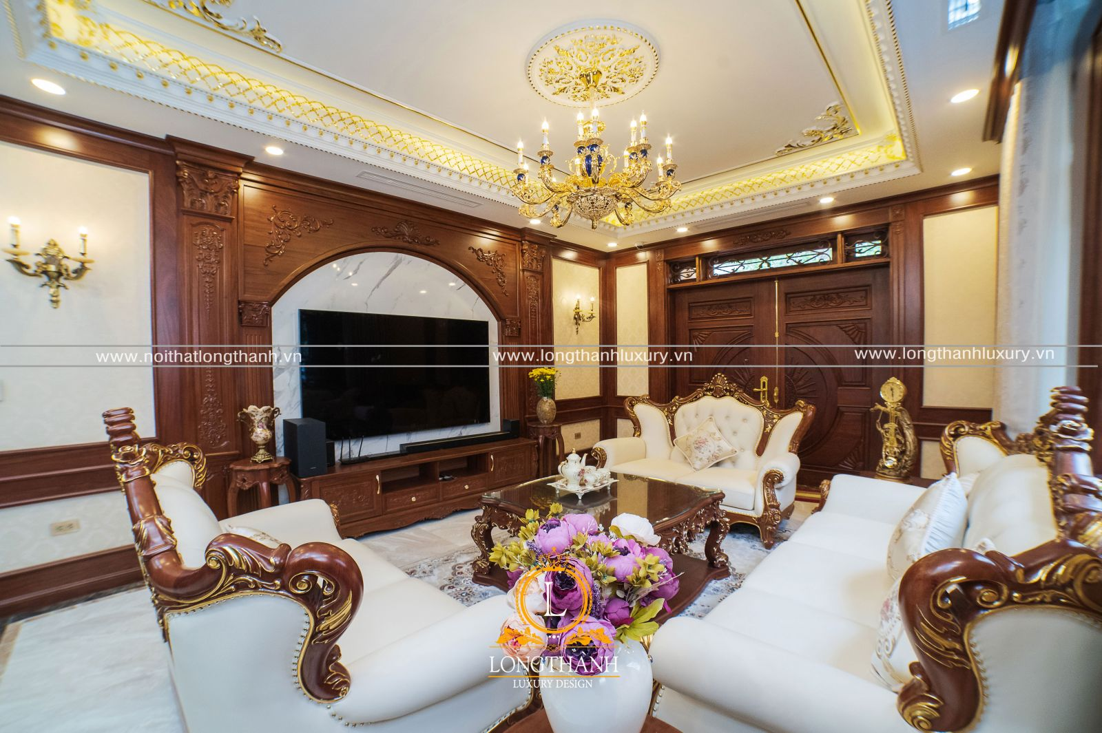 Không gian phòng khách lông lẫy mang dấu ấn của phong cách tân cổ điển