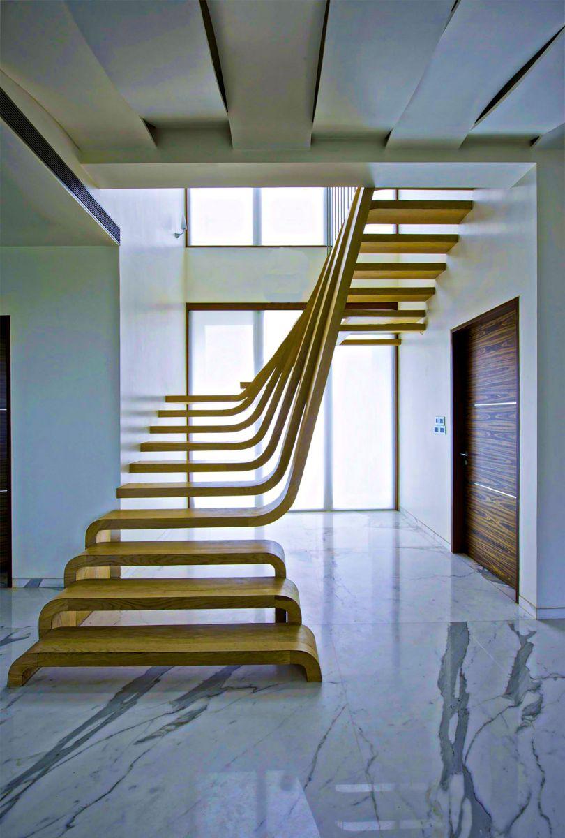 Thiết kế cầu thang bằng gỗ phá cách độc đáo